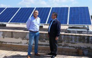 Instalación de módulos fotovoltaicos en San José del Valle
