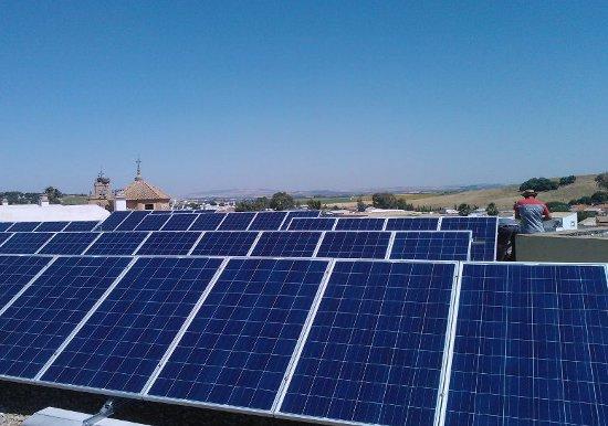 modulos-fotovoltaicos-en-San-Jose-del-Valle.jpg_1041655378