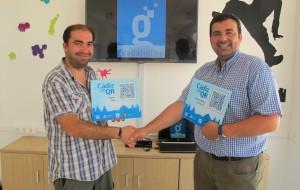 """El Centro Guadalinfo entrega las placas del proyecto """"Cádiz en QR"""" al Ayuntamiento de San José del Valle"""