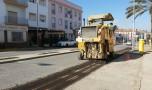 Más de diez calles del centro de la localidad lucen un nuevo asfaltado y acerado.