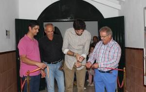 Antonio González inaugura la V Exposición ornitológica de nuestro pueblo.