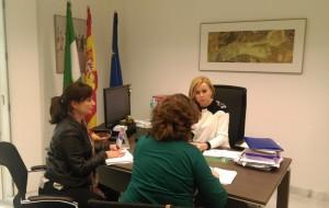 Vanesa Pérez, concejala de Igualdad y Mujer de San José del Valle se reúne  con la coordinadora provincial del IAM Cádiz.