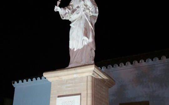 El Ayuntamiento pone luz al monumento de nuestra Patrona y Alcaldesa Perpétua María Auxiliadora