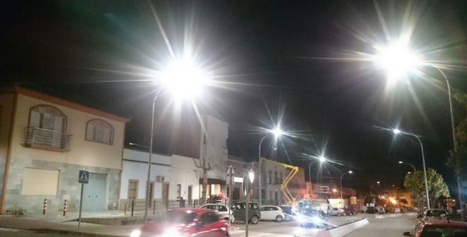 Comienza la instalación de las nuevas luminarias en la Avenida Independencia y Cuesta de San Antonio.