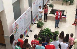 VOLUNTARI@S DE CRUZ ROJA HACEN UNA CAMPAÑA DE SENSIBILIZACION SOBRE LA INMIGRACIÓN.