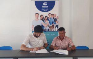 El Alcalde Antonio González firma un convenio con Antonio Gómez Pernia presidente de FAECTA (federación andaluza de empleo de cooperativas de trabajo)