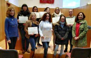 Clausura y entrega de diplomas de las alumnas del curso de precauciones y cuidados a la persona dependiente.